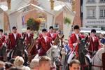 11. Pferdeprozession durch die Marienbögen