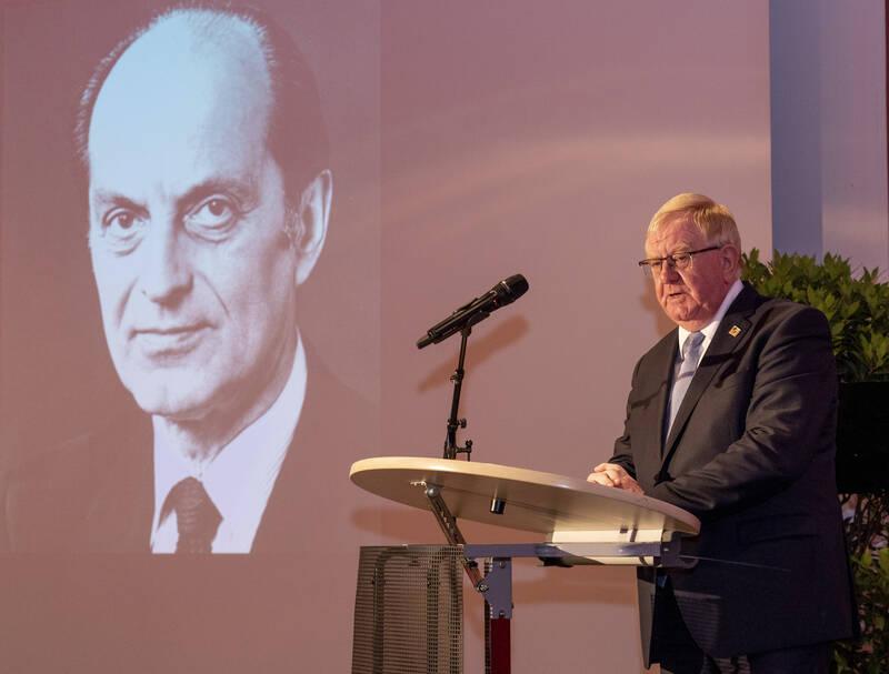 MdB Reinhold Sendker erinnerte an das Leben von Heinrich Heinrich Windelen