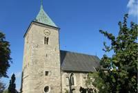 Eine reizvolle Dorfkirche: St. Bartholomäus in Einen