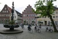 Radfahrer auf dem Historischen Marktplatz