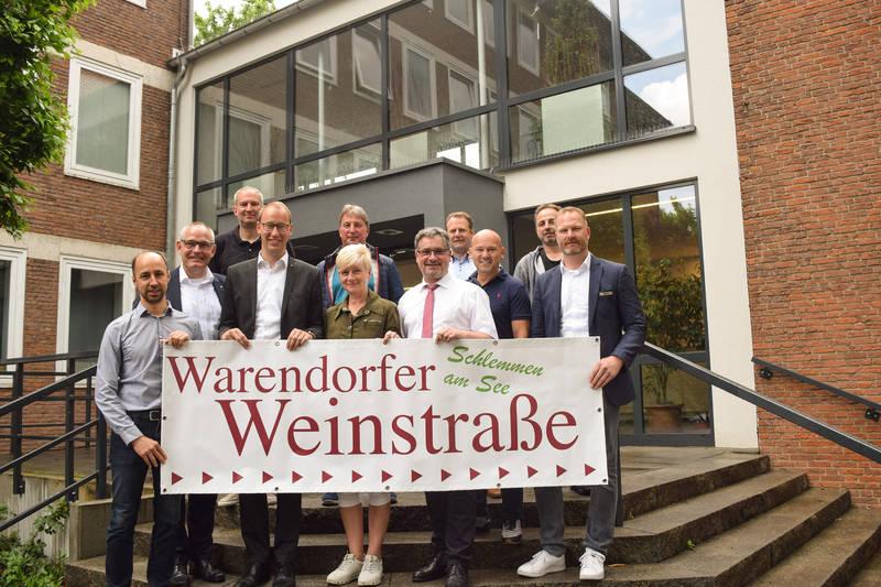 Veranstalter, Wirte und Sponsoren laden gemeinsam mit Bürgermeister Axel Linke zur 9. Warendorfer Weinstraße