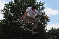 Ein Skateboarder im Warendorfer Skaterpark