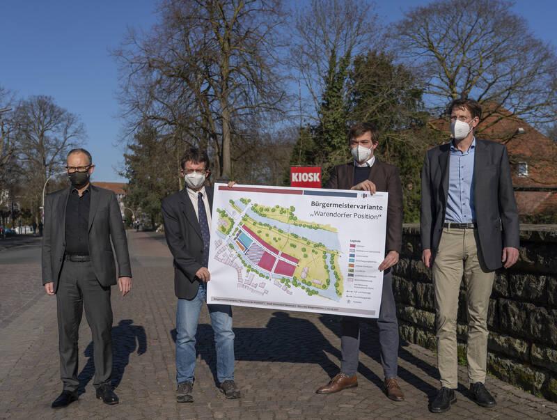 """Bürgermeister Peter Horstmann und der Verwaltungsvorstand präsentieren den Vorschlag für eine neue """"Warendorfer Position"""""""