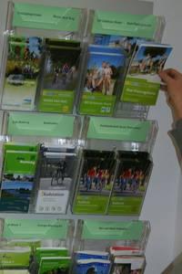 Radplanungskarten und Informationsflyer in der Tourist-Information