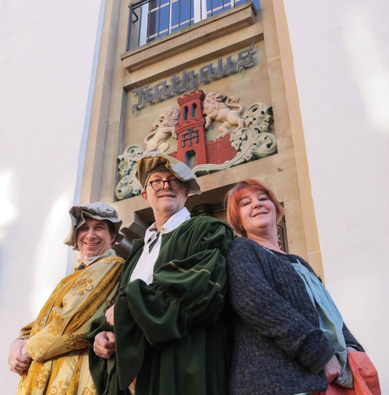 Alfred Smieszchala (Altstadtfreunde), Horst Breuer (Kulturbüro Stadt Warendorf) und Beate Trautner (Regie) laden zur Mitwirkung an einem Theaterprojekt zum Hansetag ein.