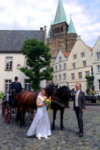 Brautpaar auf dem Marktplatz