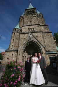 Brautpaar vor der Laurentiuskirche