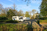 Wohnmobil am Ortseingangsschild Warendorf