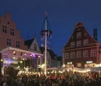 Tanz in den Mai auf dem Warendorfer Marktplatz