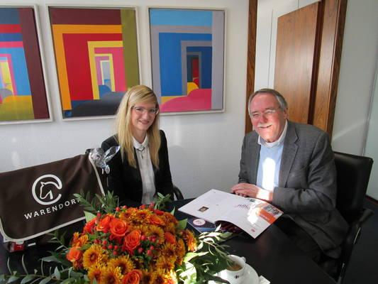 Johanna Urban und Bürgermeister Jochen Walter