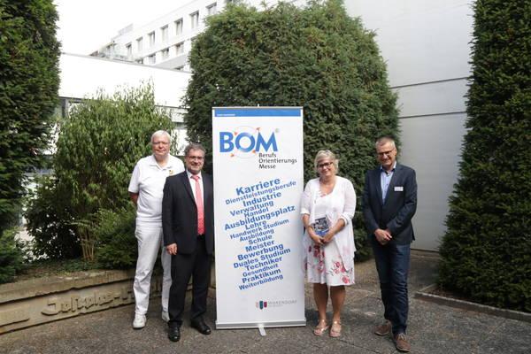 Dr. Thomas Dorsel (Josephs-Hospital), Bürgermeister Axel Linke, Claudia Körk (Stadt Warendorf), Heiner Brechtken (Josephs-Hospital)