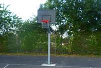 Kleinspielfeld mit Basketballkorb