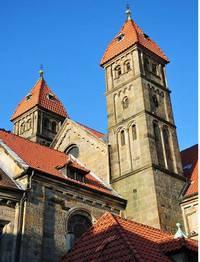 """Die ausgebrannte Kirche wurde """"von oben bis unten feiner und schöner"""" wieder aufgebaut"""