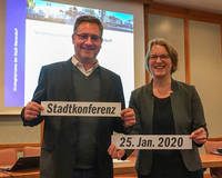 Bürgermeister Axel Linke und Stefanie Rahlf vom Büro KoRis.