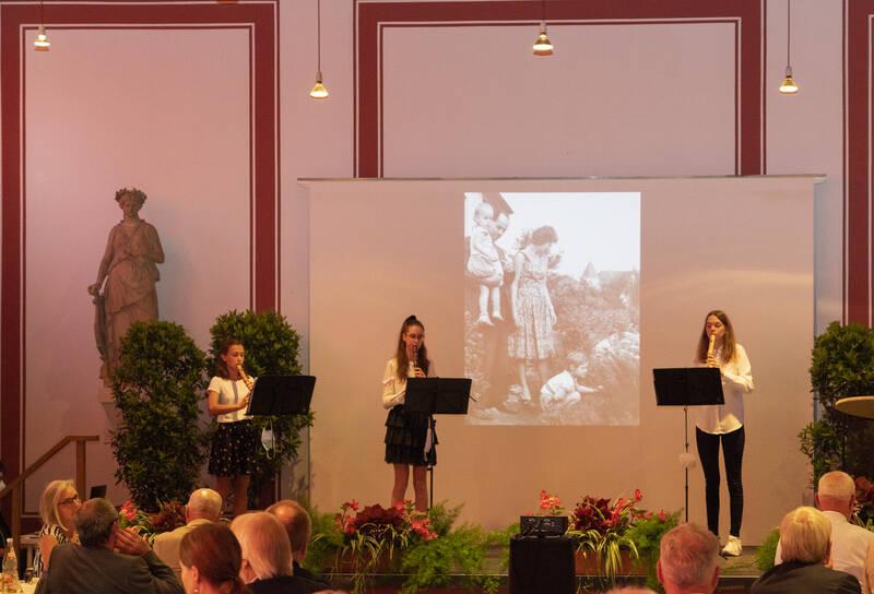 Schülerinnen der Schule für Musik im Kreis Warendorf gestalteten den musikalischen Rahmen