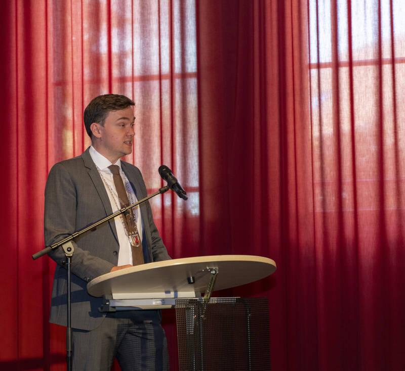 Bürgermeister Peter Horstmann konnte etwa 40 Gäste im Sophiensaal begrüßen