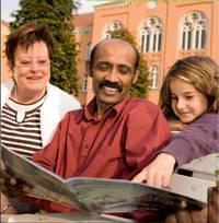 Multikulturell und alterslos: das Lesen der Drachenköppe