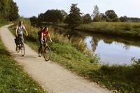 Radfahrer auf dem Emsauenradweg